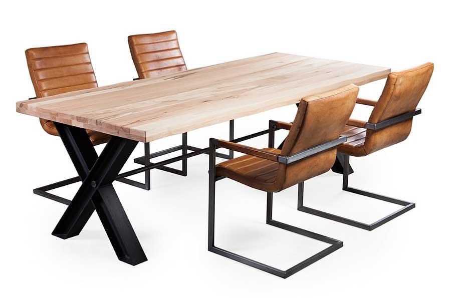 Eiche esstisch hino massiv mit x metallbeinen livior for Esstisch massivholz metallgestell