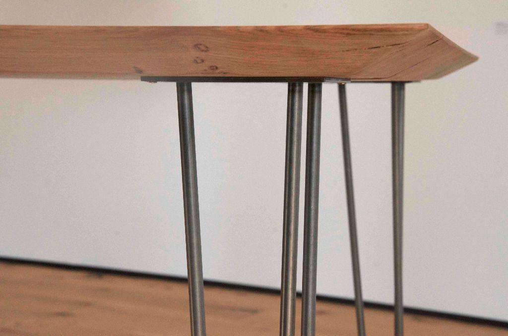 Holztisch design schweiz  Tisch aus Eiche mit Hairpin-Legs und schweizer Kante | Livior ...
